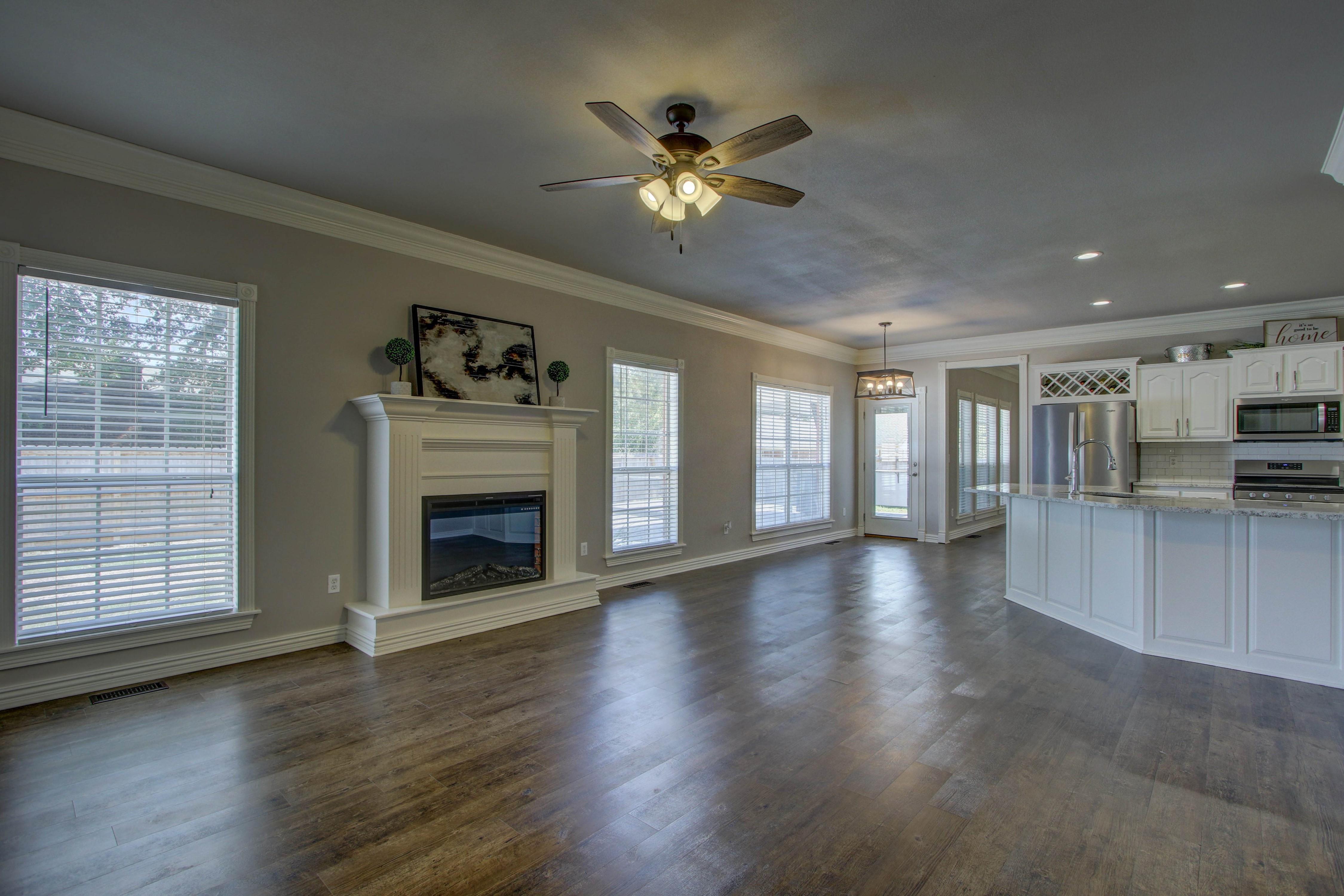 609 S Oak Avenue Property Photo 17