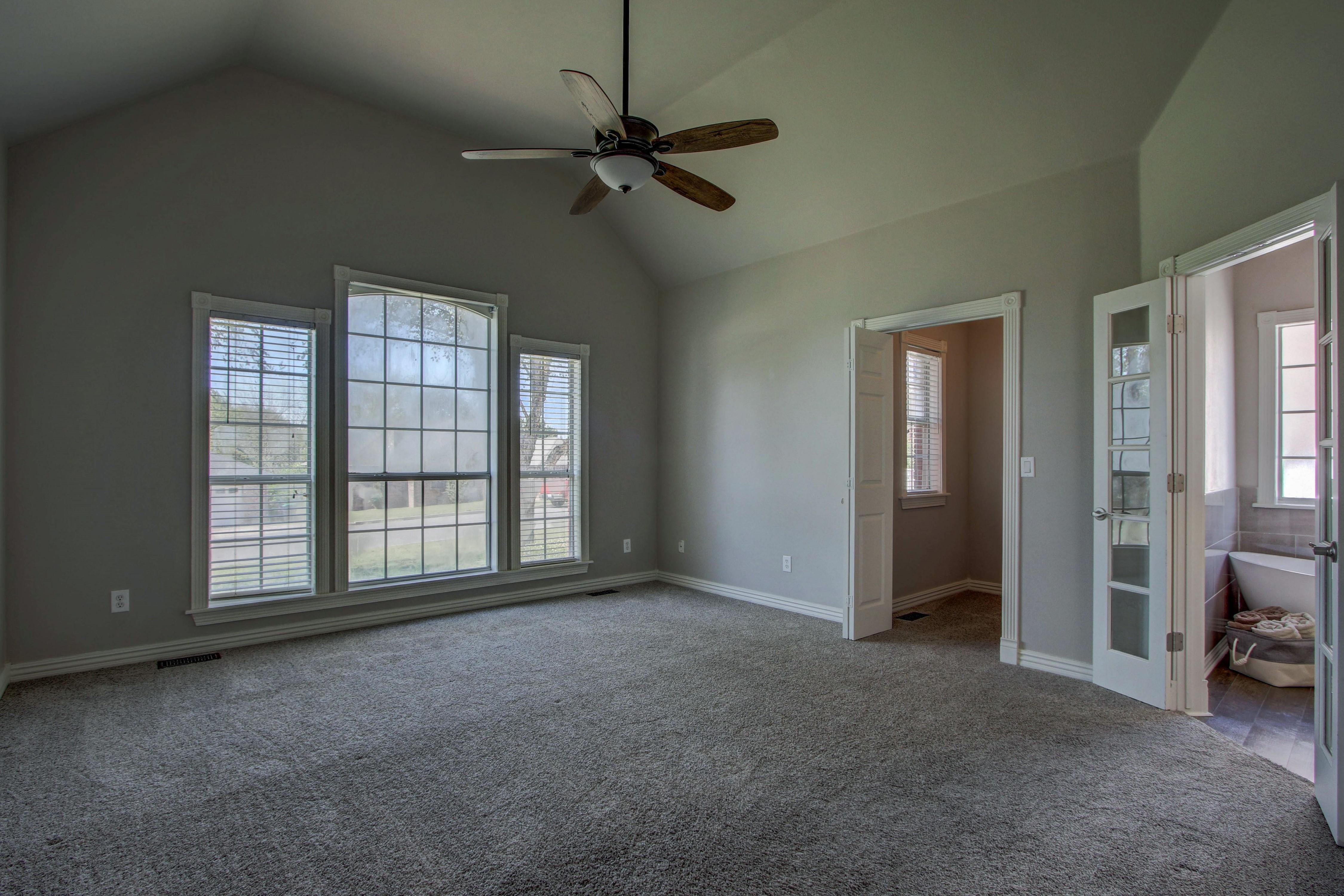 609 S Oak Avenue Property Photo 19