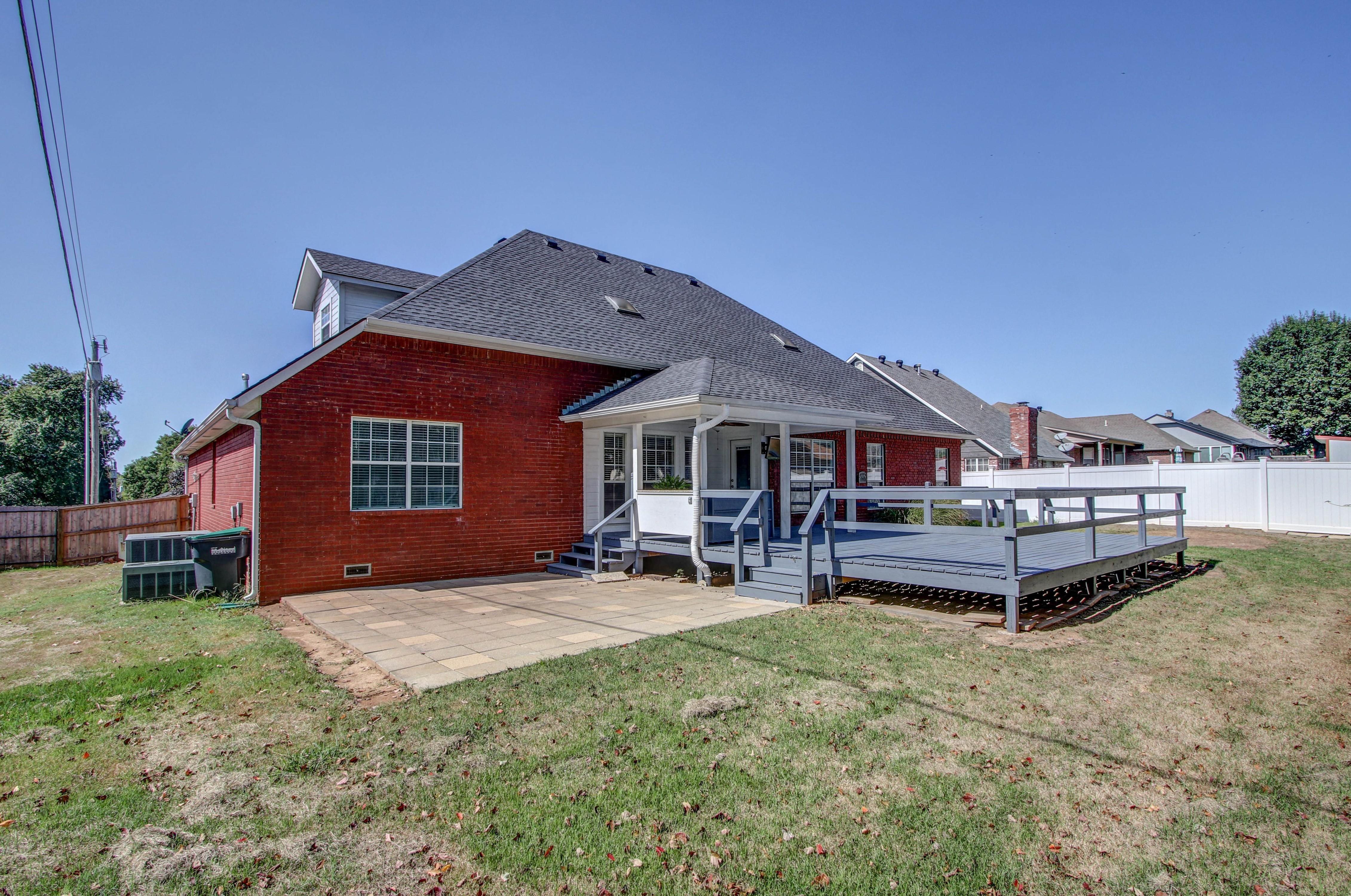 609 S Oak Avenue Property Photo 35