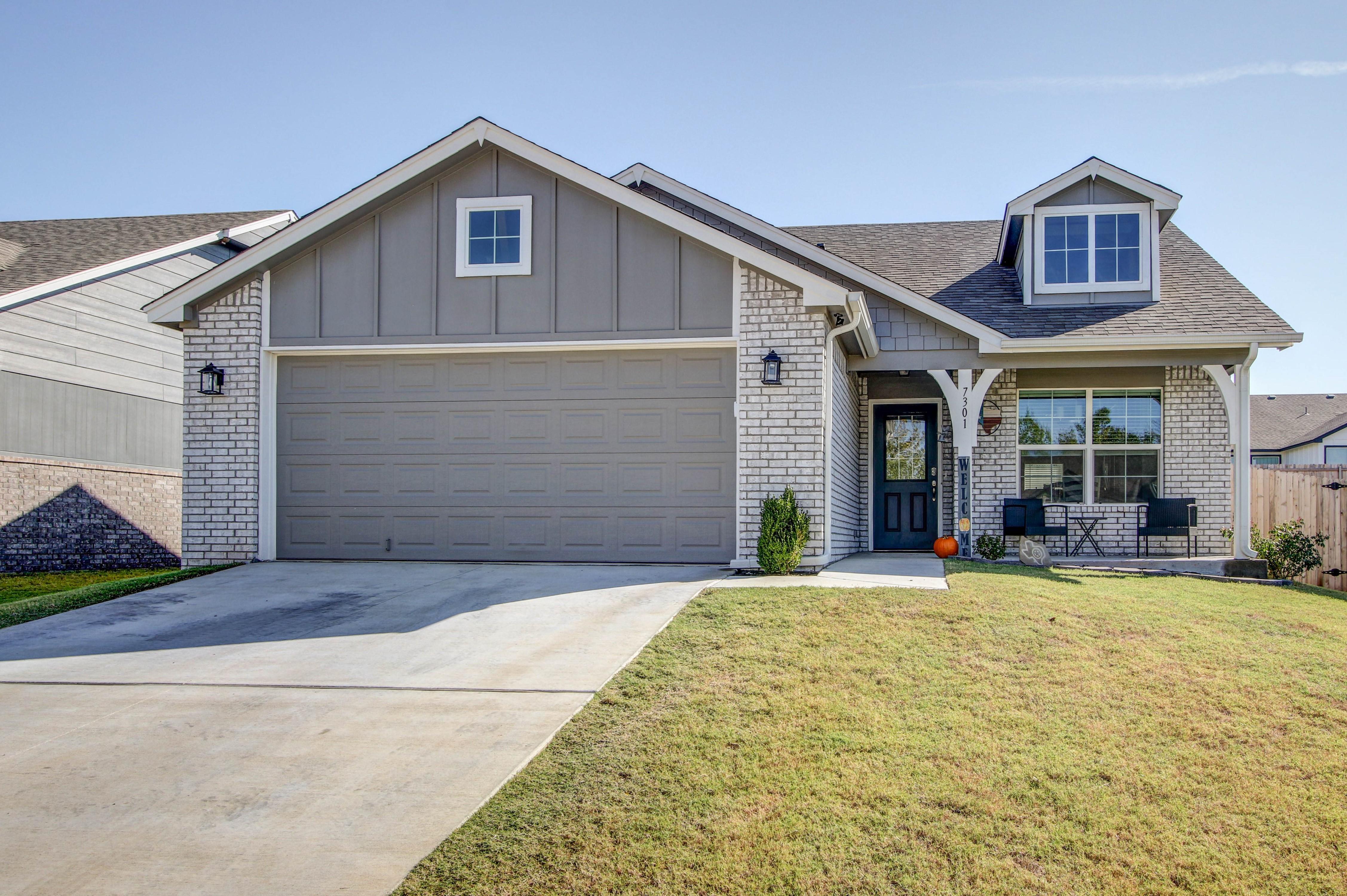7301 S Indianwood Avenue Property Photo 1