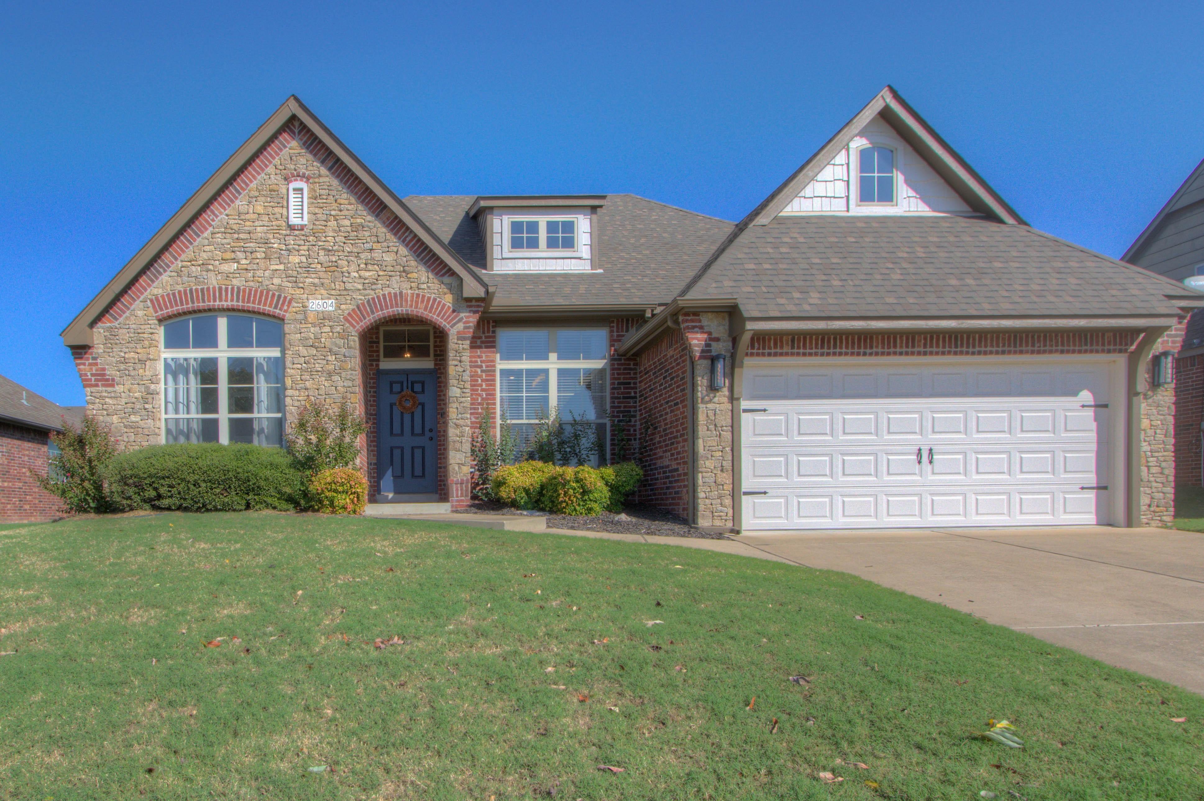 2604 W Pensacola Street Property Image